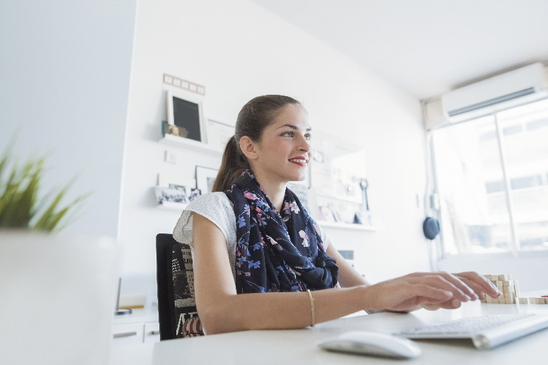 A woman working at how in an ergonomic way